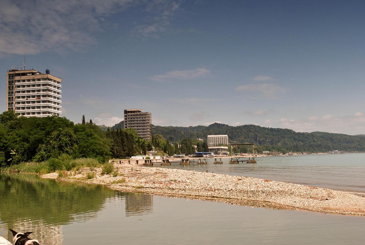 Пляжи Сухума: какое дно, вход в воду, как добраться и во сколько 45