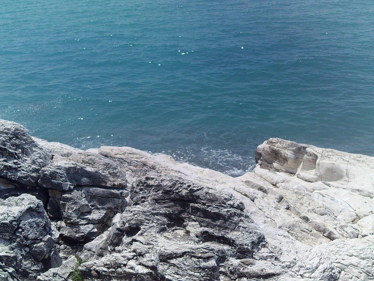 Фото пляжа белые скала